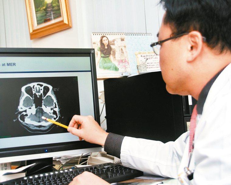 寒流來襲,醫師提醒心房顫動患者慎防中風。 丁志榮/提供