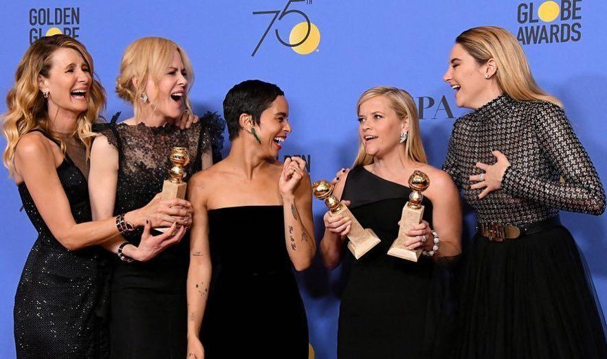 妮可基嫚(左二)與《美麗心計》的其他演員一起合照。 圖/擷自妮可基嫚IG