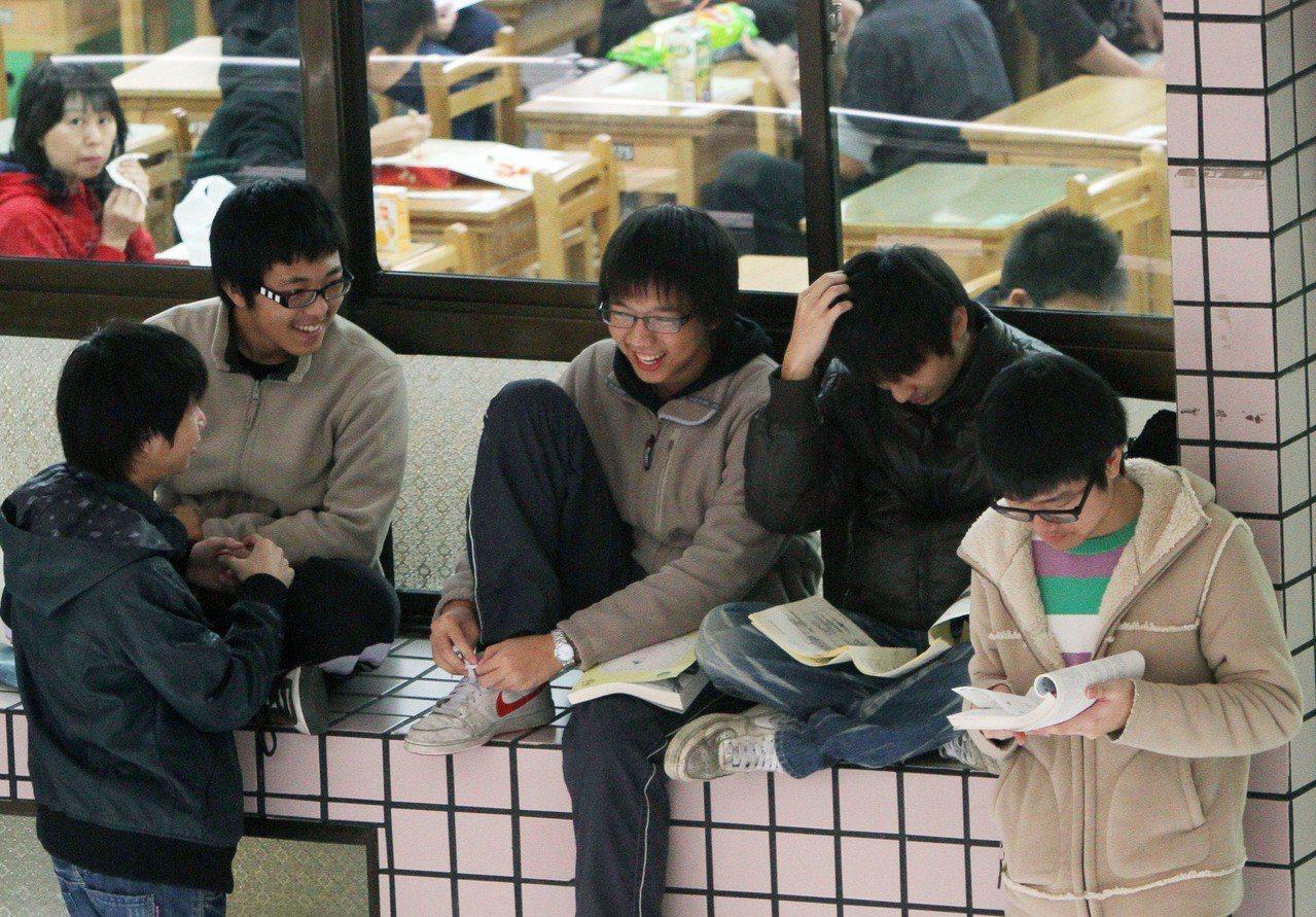 大學學測考生。本報資料照/記者陳俊吉攝影