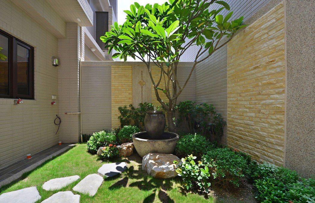 「和簷.悅舍」御後院水沐漱石景觀花園。 圖片提供/得邑建設