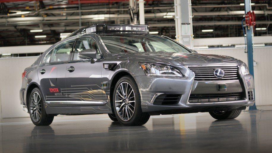 TOYOTA以豪華品牌LEXUS的旗艦房車LS600h L作為基礎,打造次世代自主駕駛測試車Platform 3.0。 圖/TOYOTA提供