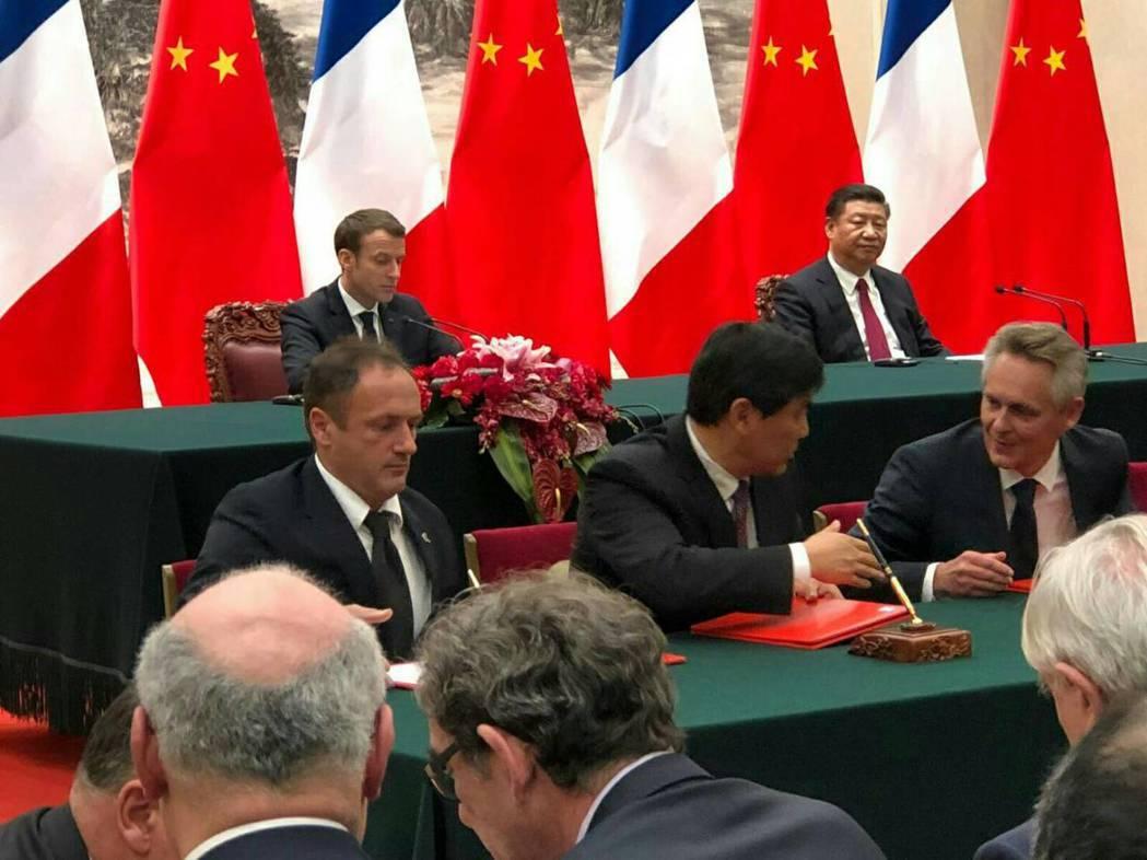 法國總統馬克宏與中國國家主席習近平,今(9)日於中國成都簽署Sigfox合作意向...