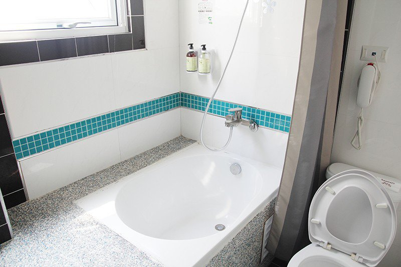 每個房型皆有泡澡浴缸,可以洗去旅途中的一身疲累。