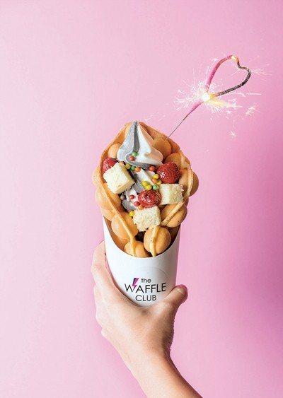 繽紛派對180元/呼應取名,歡樂的派對就該有甜甜的冰淇淋、蛋糕等,可任選雞蛋仔與...