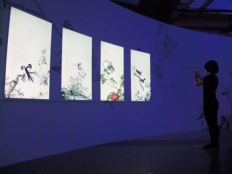 「春生」聲控互動裝置,觀眾以聲音觸動畫中看似靜止不動,實則隨風搖曳的鳥兒與花卉。...