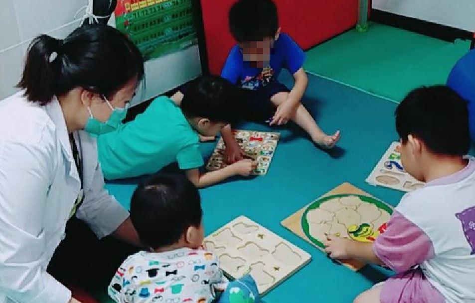 家長或疑惑孩子是否為過動兒,南投醫院建議尋求專業醫師幫助,確診後可透過治療改善。...