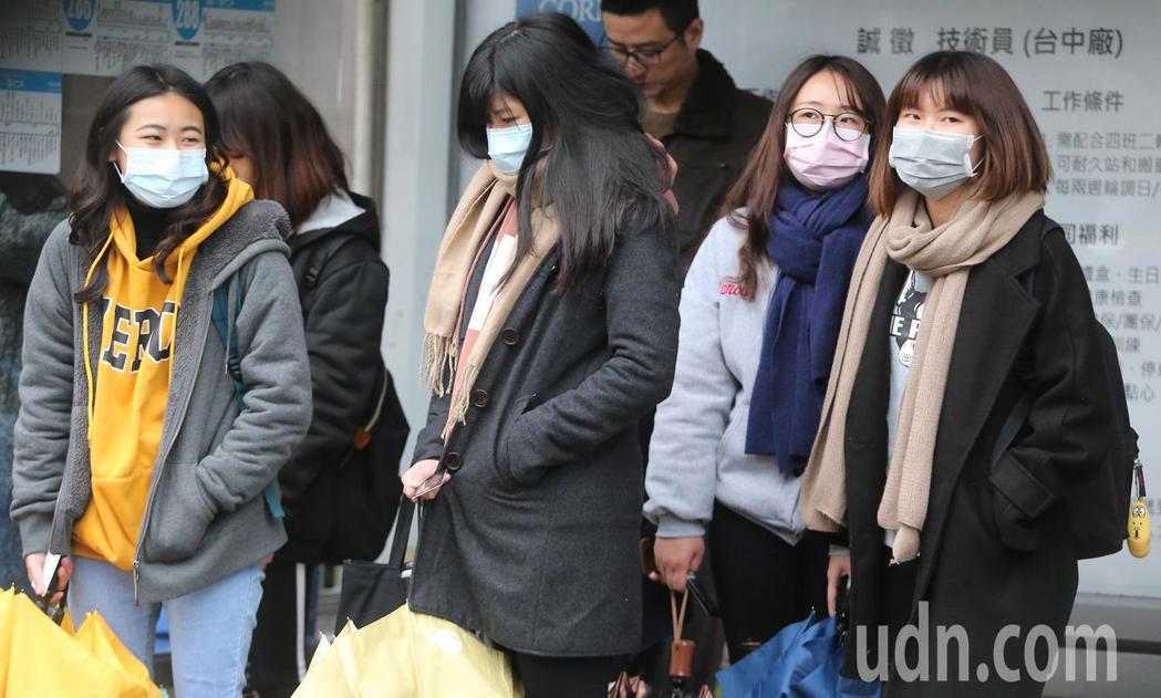 近日呼吸道感染、咳嗽、流鼻水等一般感冒病患人數增加。記者黃仲裕/攝影