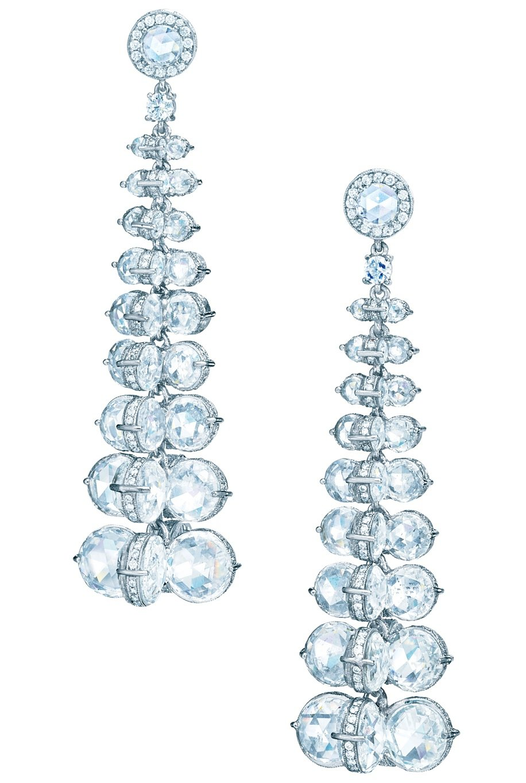 Tiffany 垂墜式鉑金鑽石耳環(Gal Gadot 佩戴款),817萬元。圖...