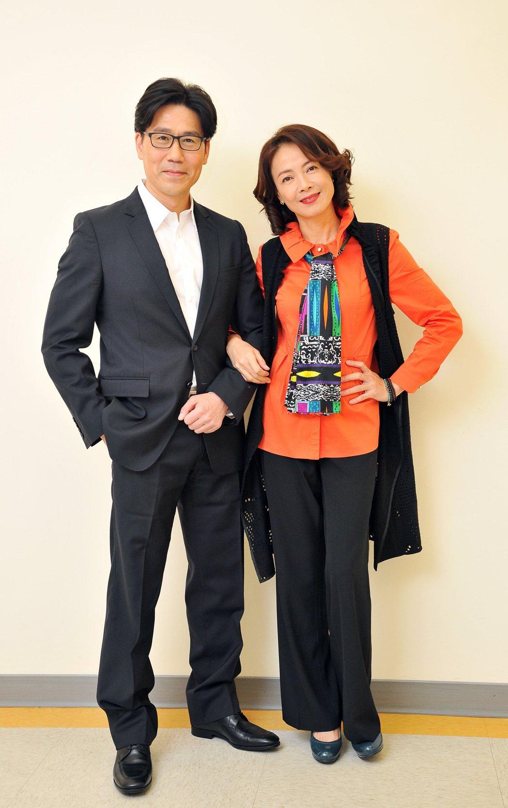 羅時豐(左)、柯淑勤合作新戲「情·份」。圖/台視提供