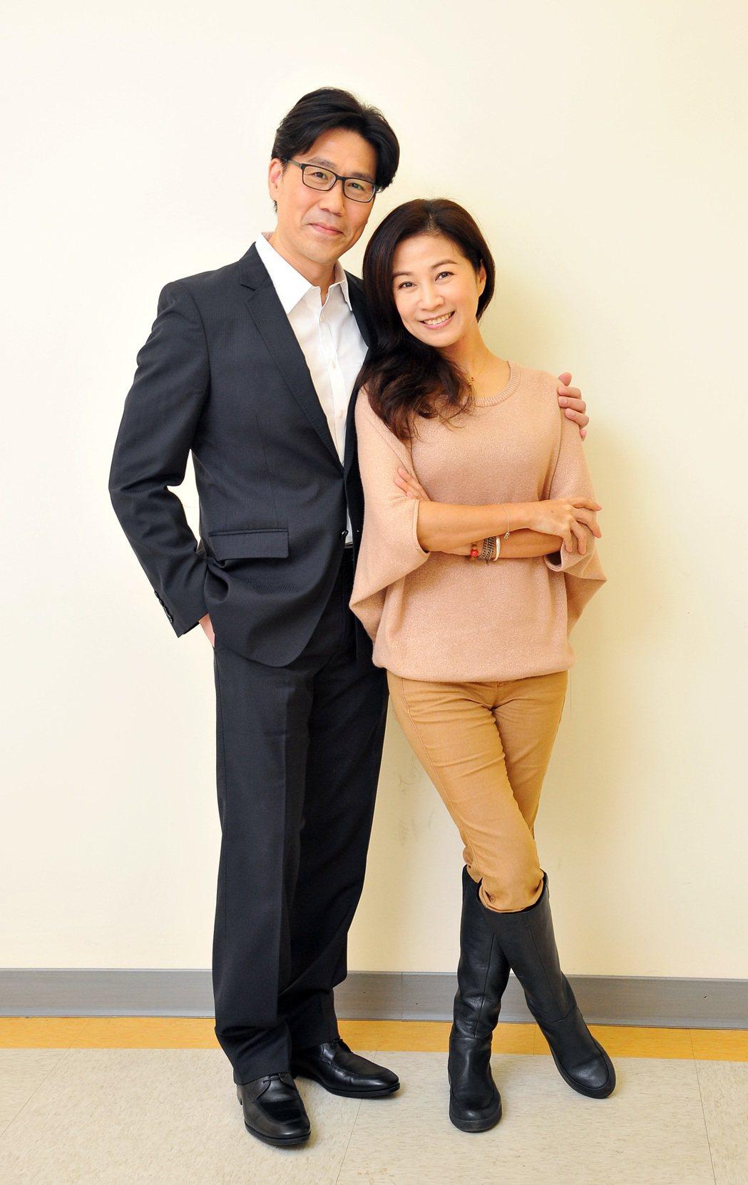 羅時豐(左)、方文琳合作新戲「情·份」。圖/台視提供