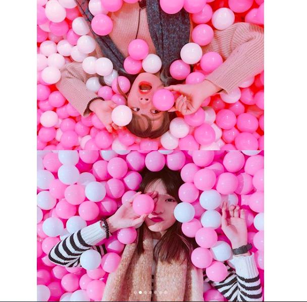 與閨蜜一起投入粉紅球池的模樣超級可愛。圖/IG帳號:shiauruo授權提供