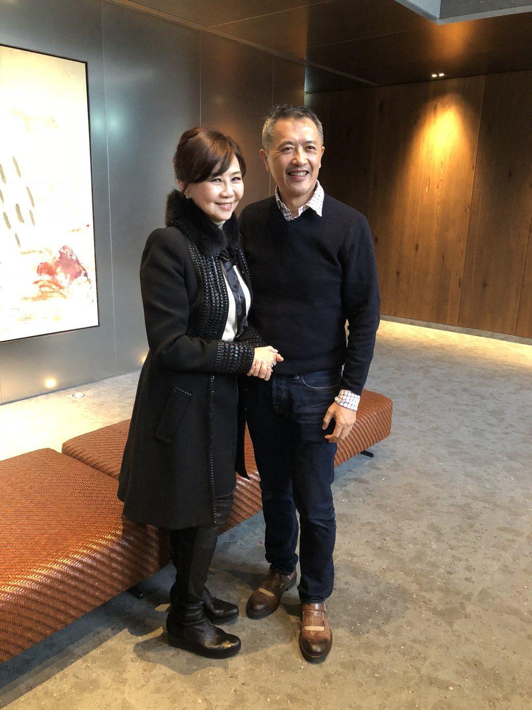 由鉅建設董事長林嘉琪(左)與亞洲傑出設計大師陳瑞憲(右)。記者宋健生/攝影