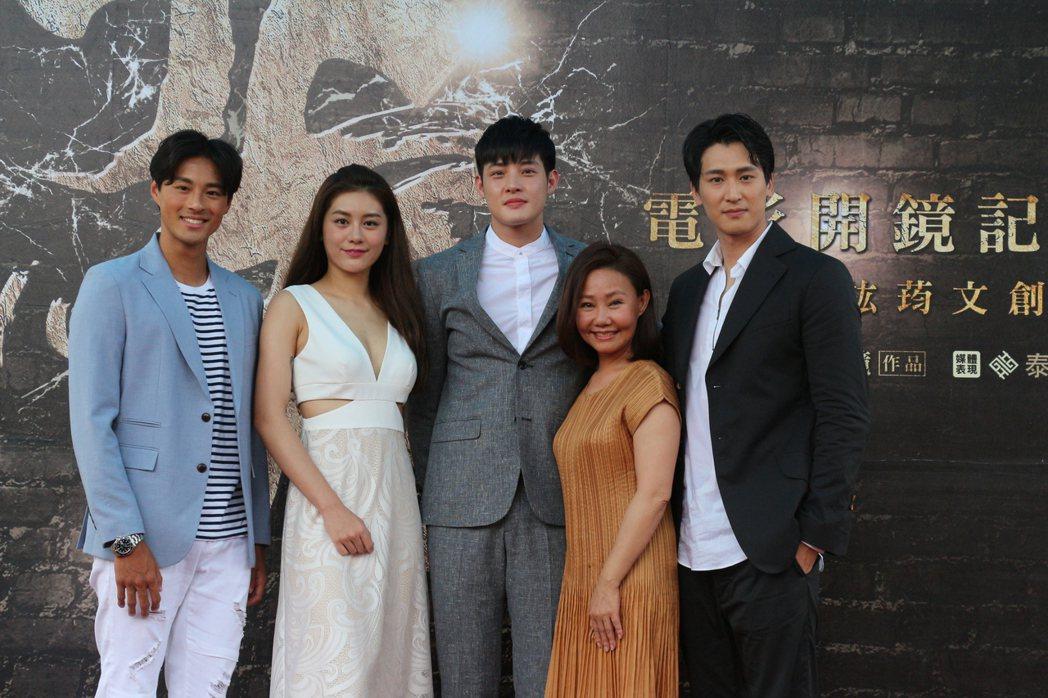 「阿虎」主要演員孫其君(左起)、王承嫣、寇家瑞、呂雪鳳、邵翔,去年7月曾一起出席...
