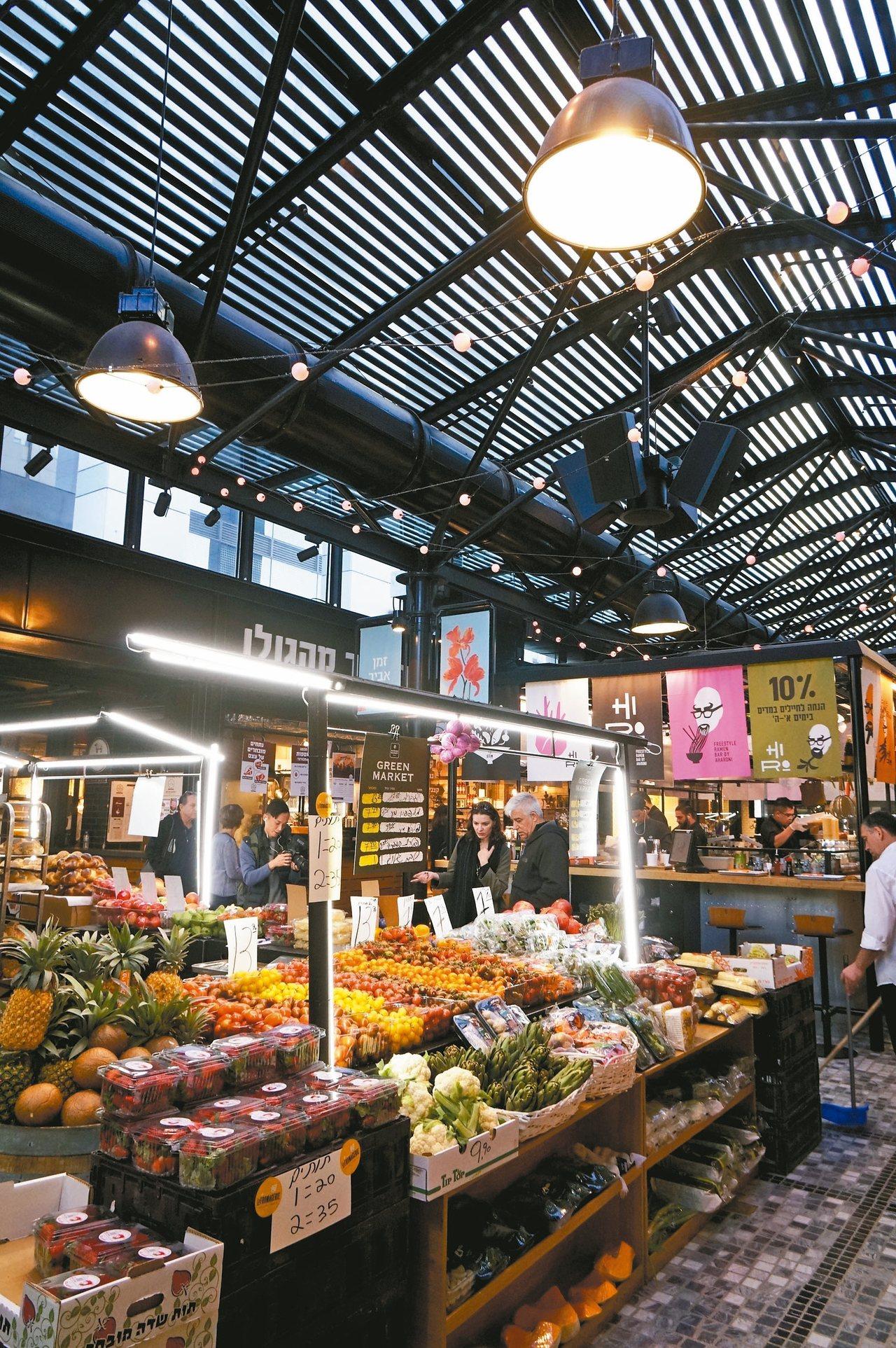 薩羅納市場空間設計感強,能抓住年輕旅客的心。 記者陳睿中/攝影