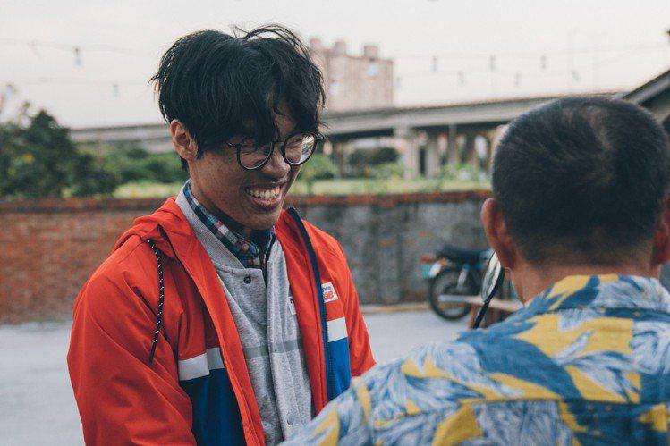 盧廣仲在電影版中戀愛不順要求救。圖/氧氣電影提供