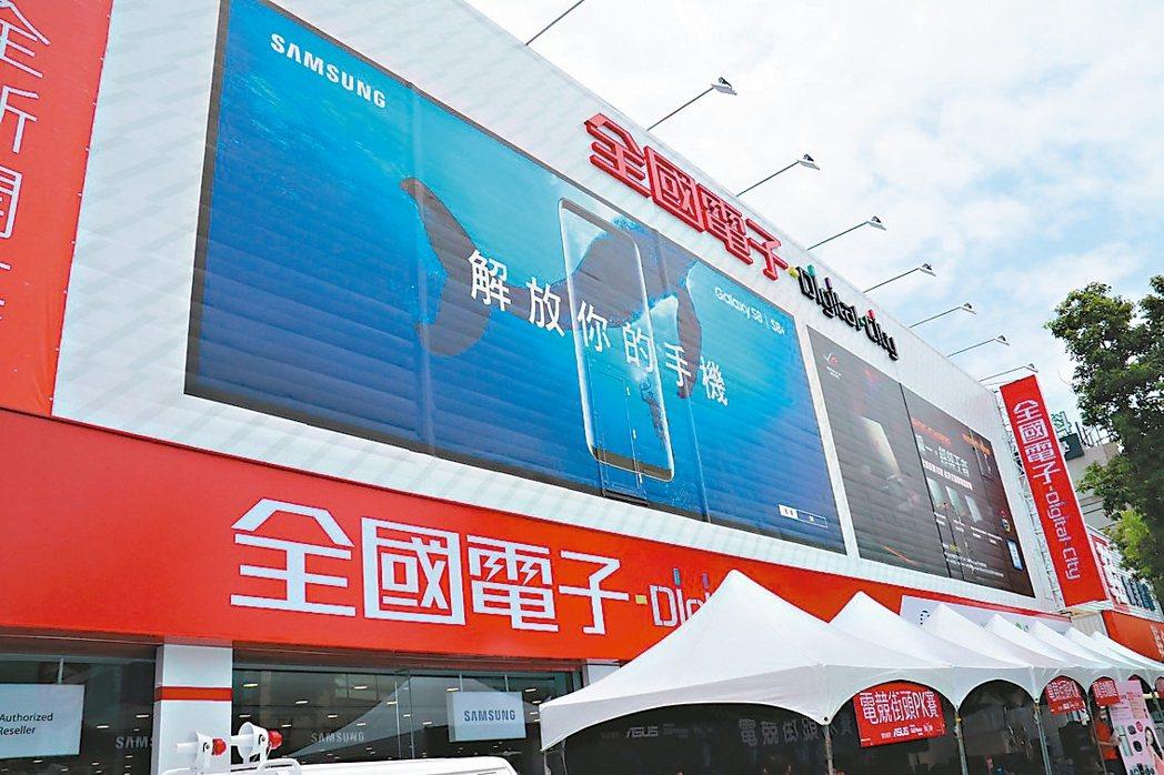 全國電子行銷長林政儒強調,3C實體通路提供消費者電商無法取代的「溫度及服務」。 ...