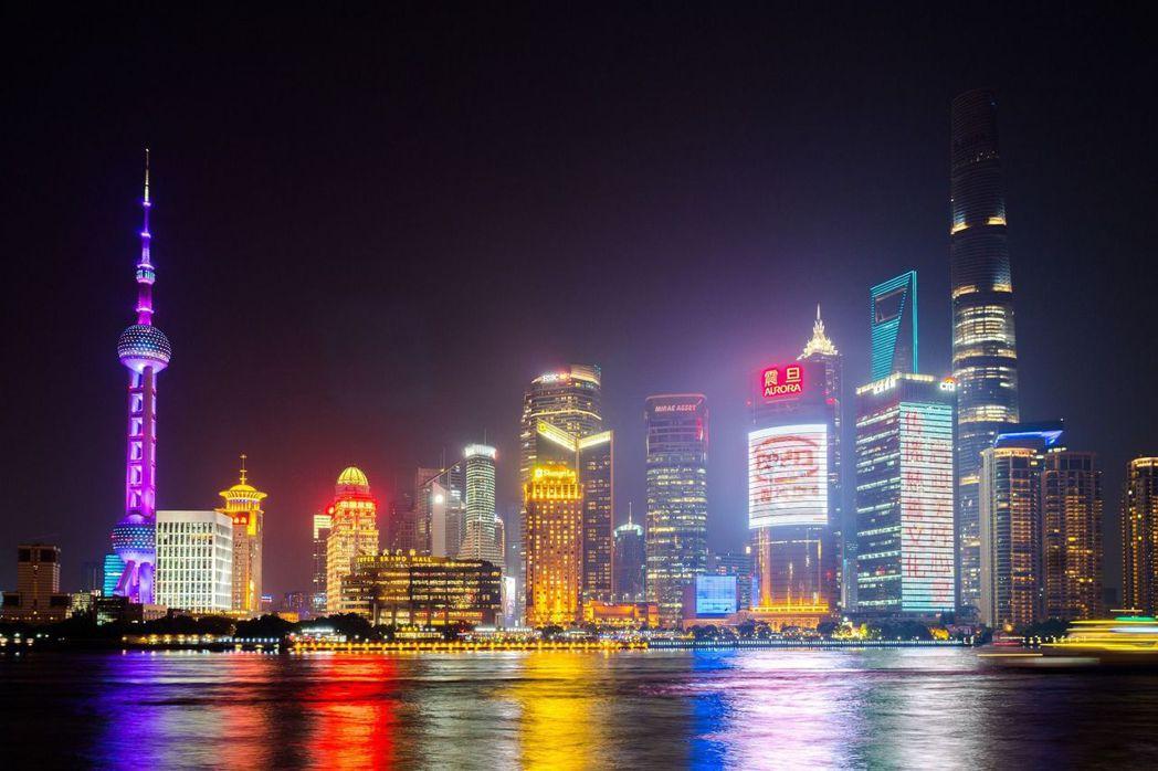 上海繁華夜景示意圖。 益立信海外房產集團/提供