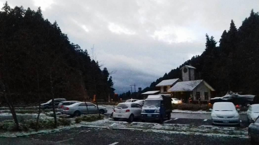 太平山今晨降下今冬首场瑞雪。图/太平山庄提供
