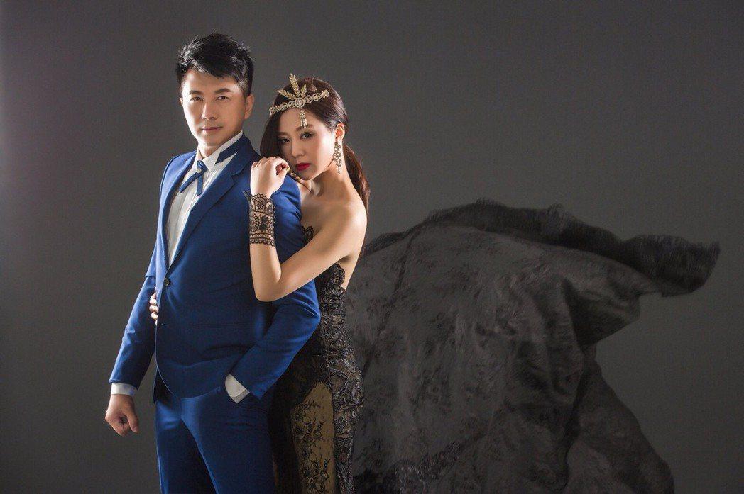 文汶丶吳皓昇婚紗照出爐。圖/民視提供