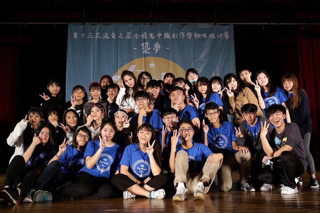陳芳語首波主打歌「Tag me」的活潑舞蹈在校園掀起一陣模仿旋風。圖/Sharp
