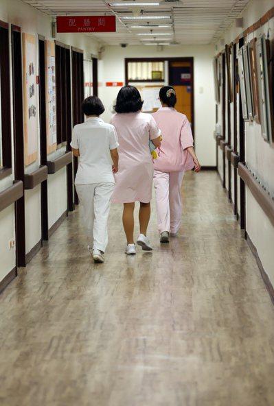 當台灣的護理人員終於有足夠的空間與時間真正發揮他們的護理專業時,「對護理專業的尊...