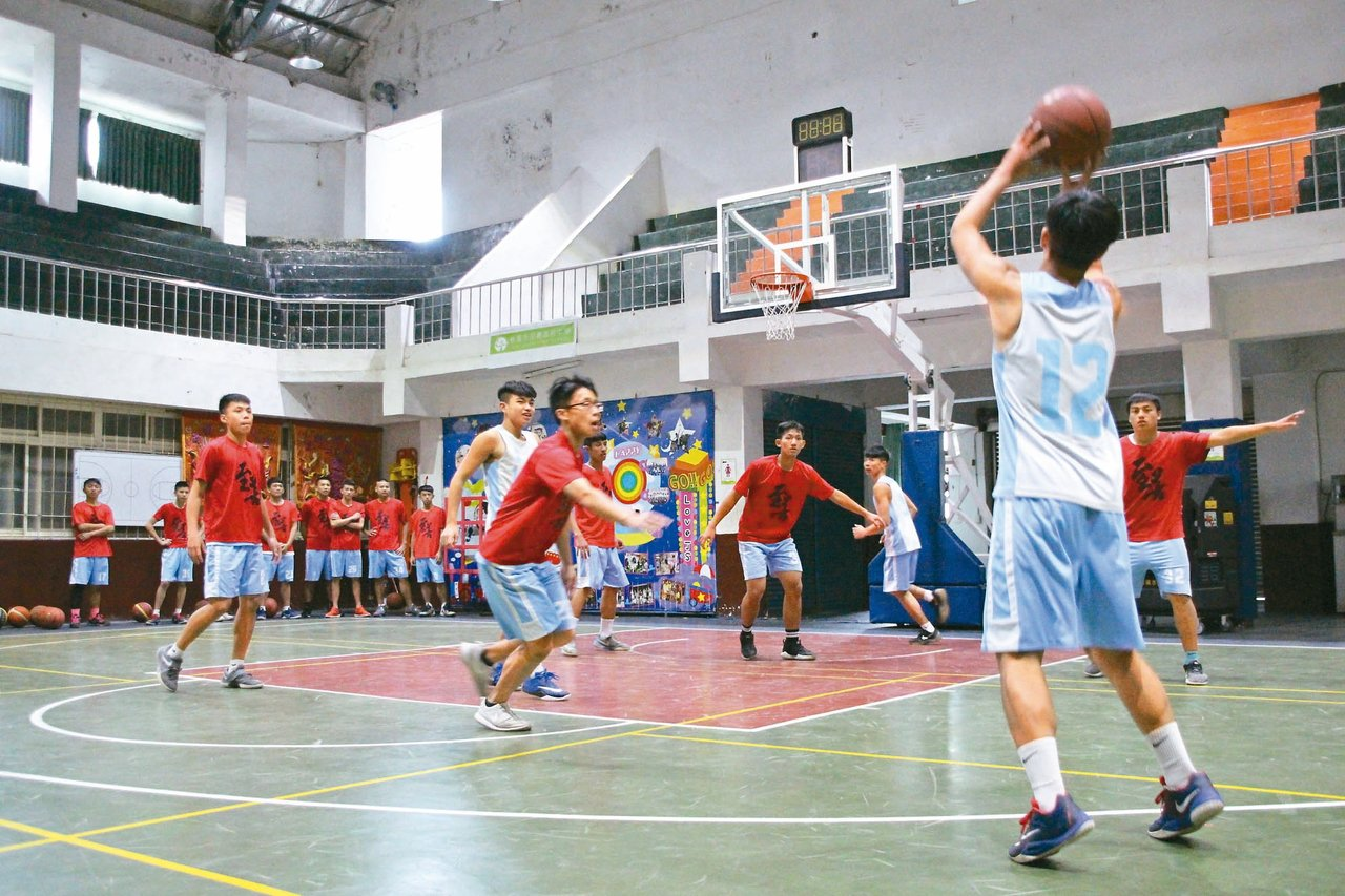 至善高中籃球隊成軍7年多,去年首度獲「106學年度高中籃球乙級聯賽」桃園市冠軍。...