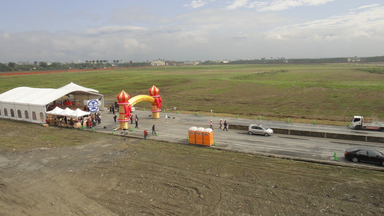 新建潮州機廠基地佔地51.61公頃,全區配置除規劃近33公頃的維修廠區、軌道並有...