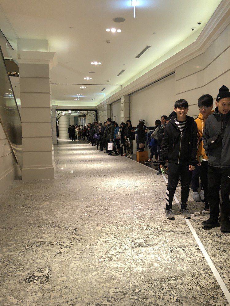 高端時尚品牌Off-White今天(1/11)早上11點準時開賣價格較親民的支線...
