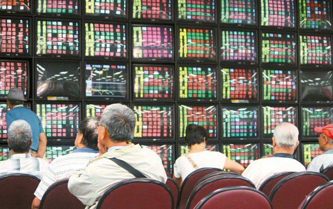 根據台灣證券交易所統計,今年至7月20日止,台股日均量達新台幣1403.5億元。...