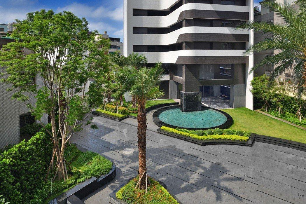 中庭大量植栽綠化。 圖片提供/頂記建設