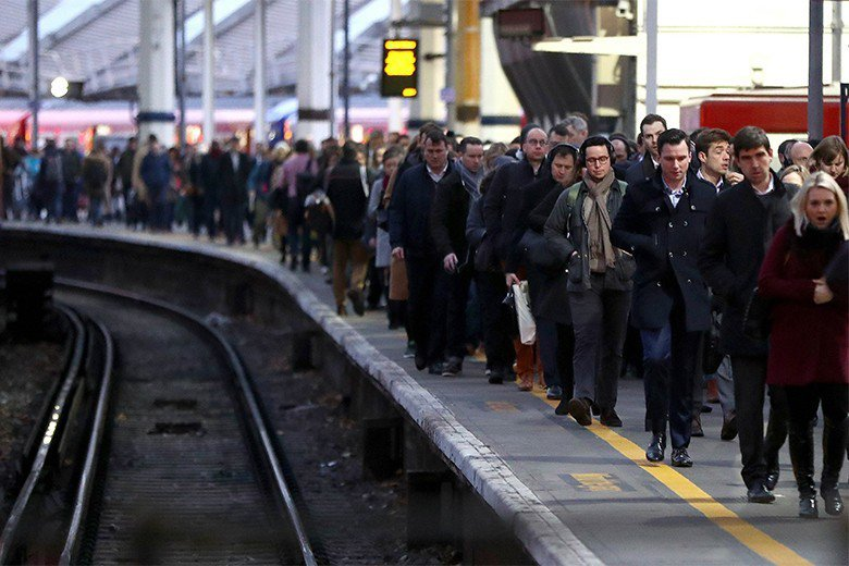 英國鐵路海運及運輸工會因「隨車人員的撤裁」問題發動鐵路罷工。 圖/歐新社