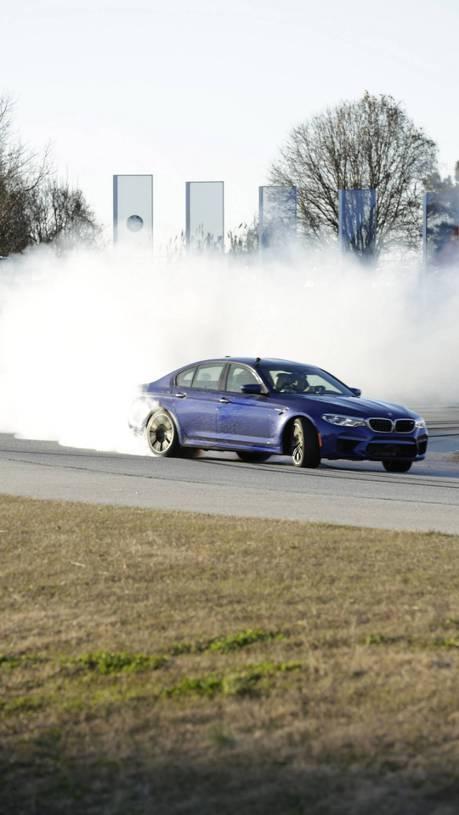 (影片) 八小時是什麼概念? 全新BMW M5用甩尾創紀錄告訴你