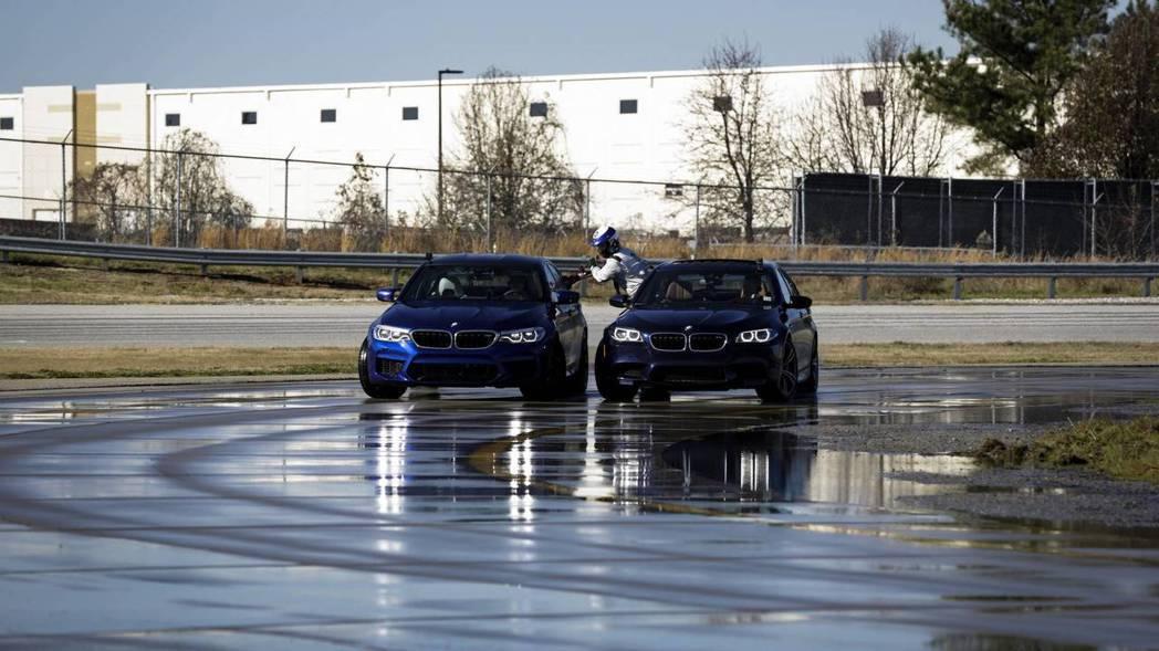 上代M5也因協助加油,因此創下並列甩尾距離最長的世界紀錄。 摘自BMW
