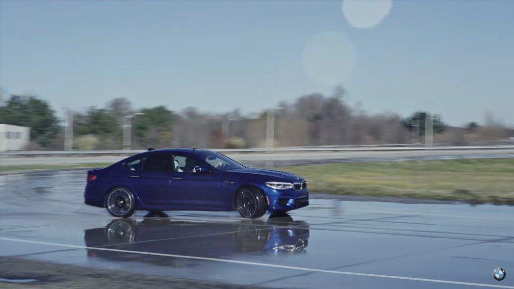 新世代BMW M5創下甩尾距離新紀錄。 摘自BMW影片
