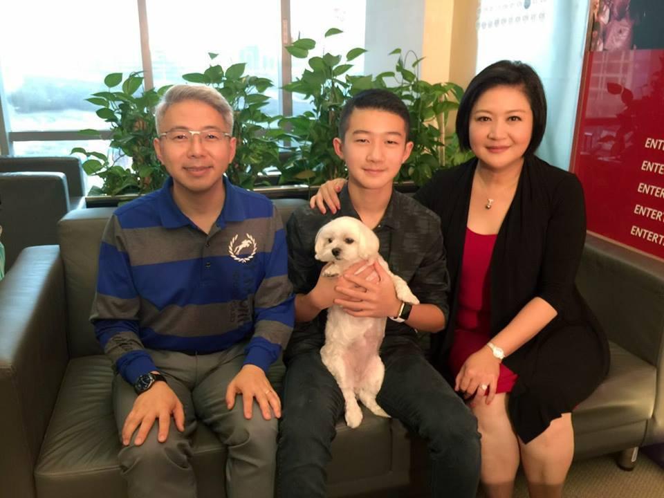 崔佩儀一家人。圖/擷自臉書。