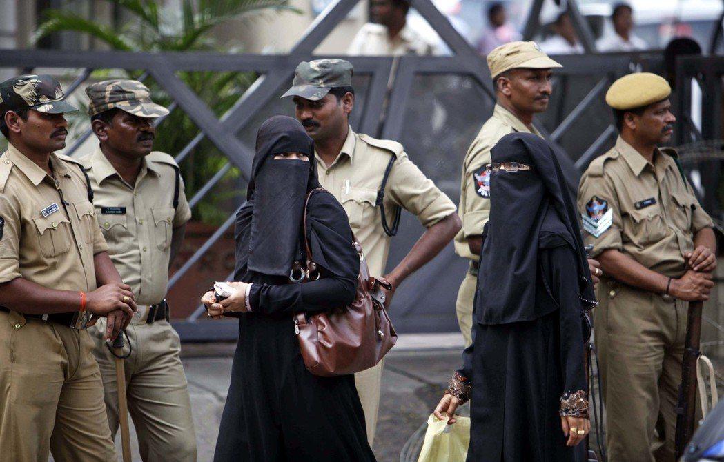 佔人口大部分的印度教徒,對於穆斯林仍心存芥蒂。 圖/美聯社