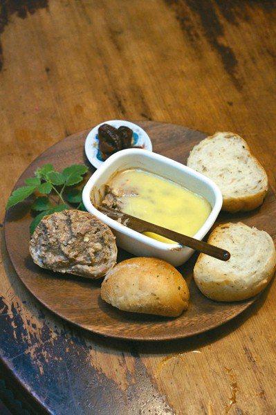 自製的雞肝醬拿來抹麵包很對味,是日本近年盛行的家常料理。圖/毛奇