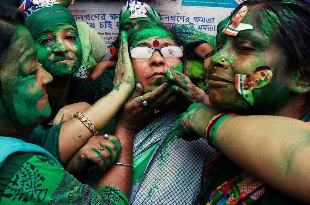 訴求中下階層階級身份認同的草根國大黨,迅速在西孟加拉取得了普羅大眾支持。 圖/路...