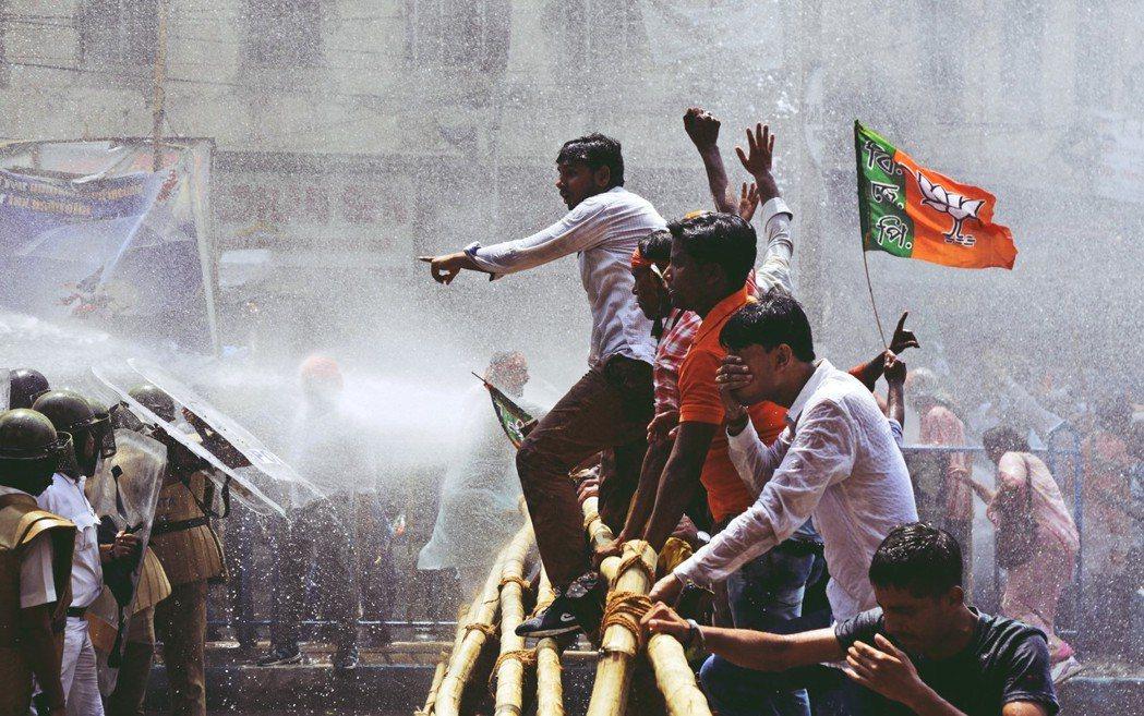 印度人民黨在西孟加拉無孔不入的擴張,背後真正代表的,或可總結為兩種政治意識形態的...