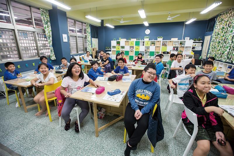 黃國平與宜家家居共同改造的教室色彩繽紛,讓人一入內就充滿活力。 (林旻萱攝)