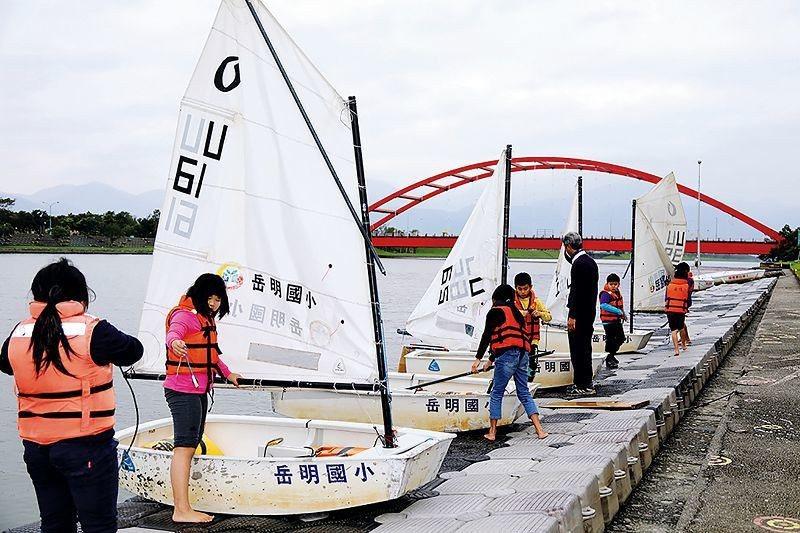 帆船課程是結合社會、自然、藝文、語文等領域之綜合學習課程。 (林格立攝)