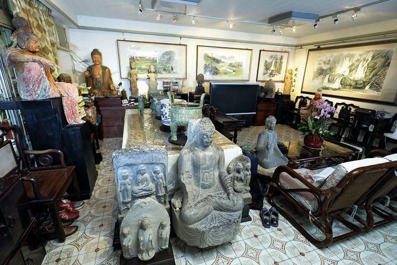 滿室的骨董收藏,讓半農廬的空間添一分典雅靜謐。