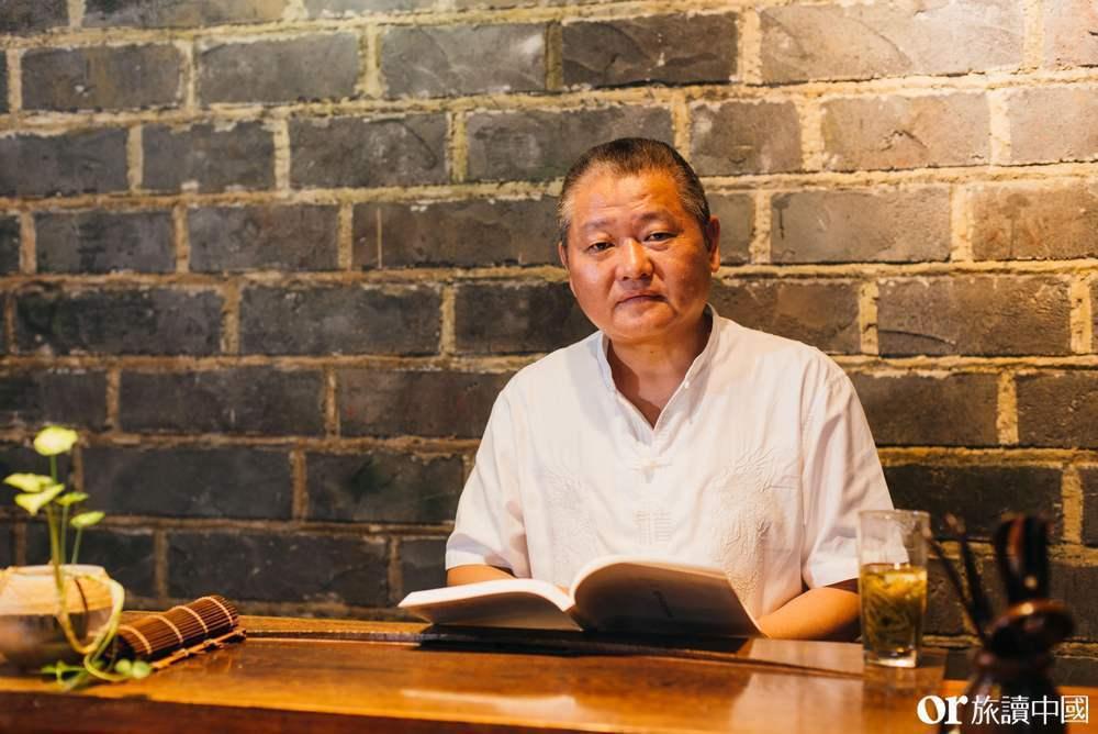 臺城書房創辦人崔波,是南京在地職業茶人,以經營「老崔茶館」聞名