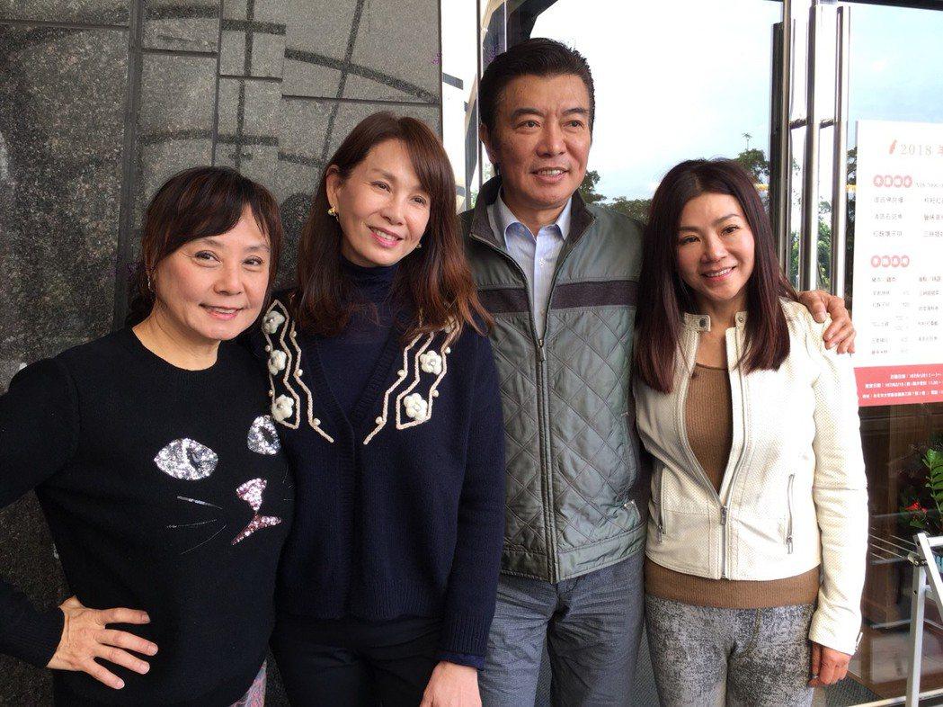 蔣黎麗(右起)、張佩華、周丹薇、閻瑪莉昔日中視老友巧遇。記者陳慧貞/攝影