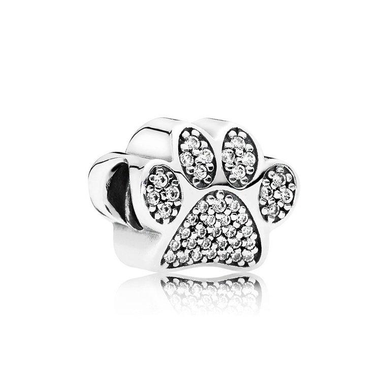 狗狗腳掌925銀鋯石串飾,2,580元。圖/PANDORA提供