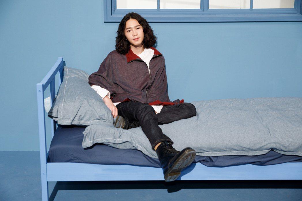 許含光主打歌「藍色房間」MV獲得青峰轉發力挺。圖/種子音樂提供