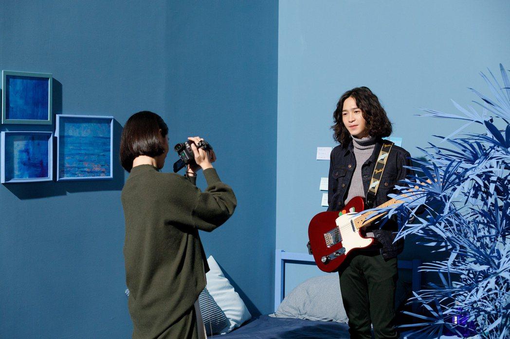 許含光「讓」MV和女主角親密互動,讓他感到害羞。圖/種子音樂提供