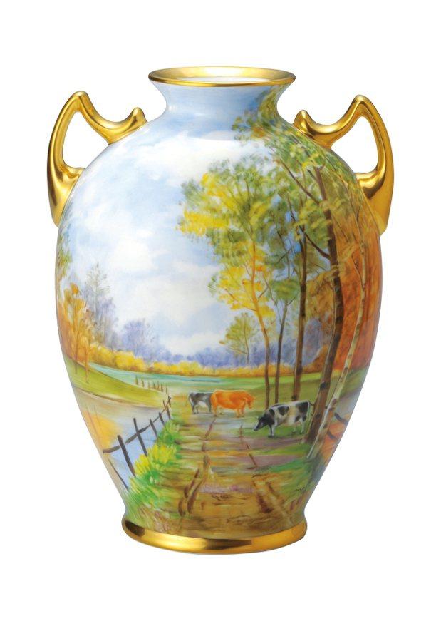 牧場風光手繪花瓶22.5cm ,售價283,000元(附畫師簽名及保證書)。圖/...