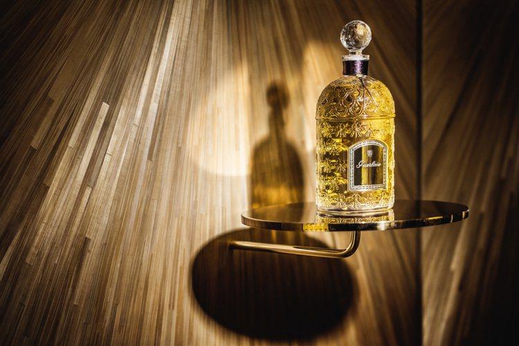 帝王蜂印甁Bee Bottle是嬌蘭帝王香水最具代表性的設計之一。圖/嬌蘭提供