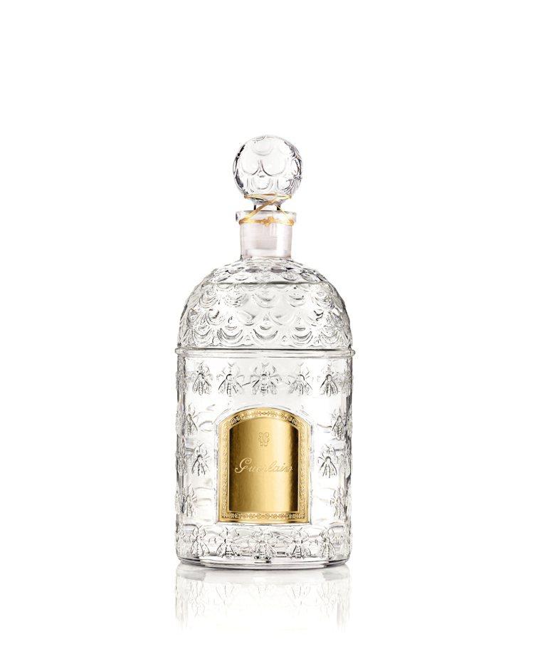 嬌蘭帝王香水白色帝王蜂印瓶,250ml售價8,000元,共5款香氣。圖/嬌蘭提供